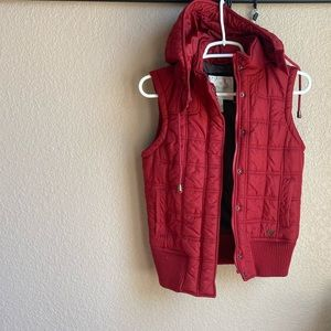 American Eagle quilted puffer Hooded Vest